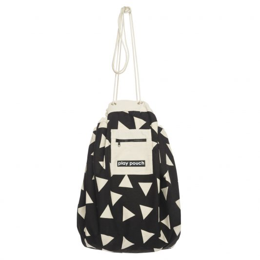 printed_play_pouch_triangles_hanging