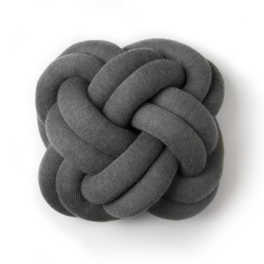 Knot_cushion_grey_iso