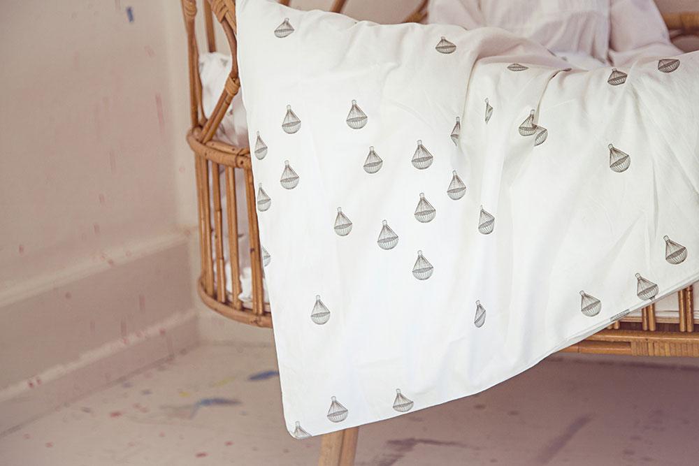 Leo amp bella konges slojd bedding parachute white junior cot