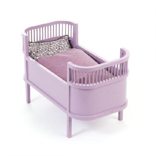 Smallstuff-Rosaline-Wooden-Doll-Bed-Cot-Heather-Poppenbed-Hout-Lavendel-Roze-Elenfhant-600-x-600-PX